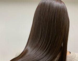 倉敷の美容院コルテの髪質改善をしたツヤ髪女性の後ろ髪